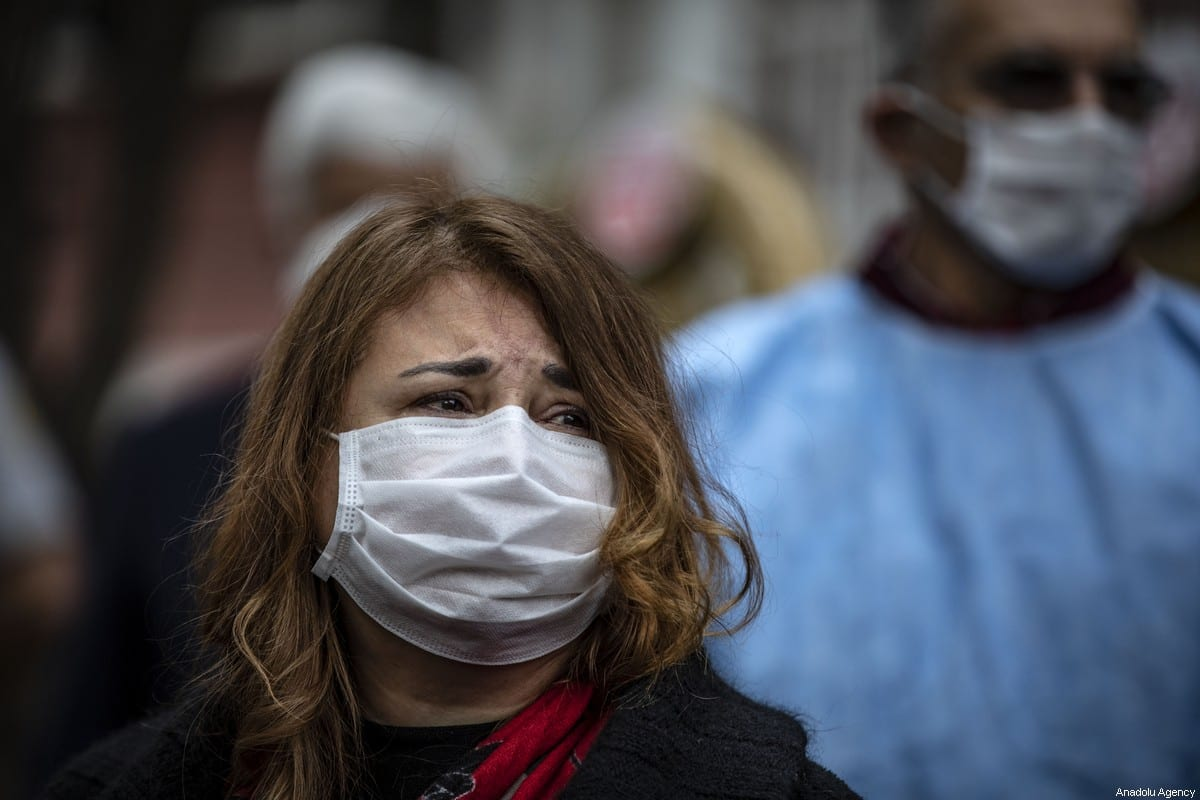 People wear masks as a protective measure against COVID-19 in Istanbul, Turkey on 3 April 2020 ]Şebnem Coşkun/Anadolu Agency]