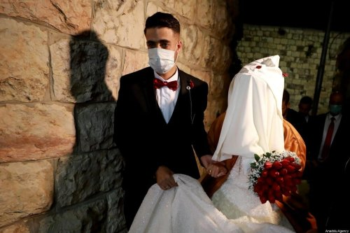 Bride and groom get married amid the coronavirus (Covid-19) pandemic in Ramallah, West Bank on April 3, 2020 [İssam Rimawi - Anadolu Agency]