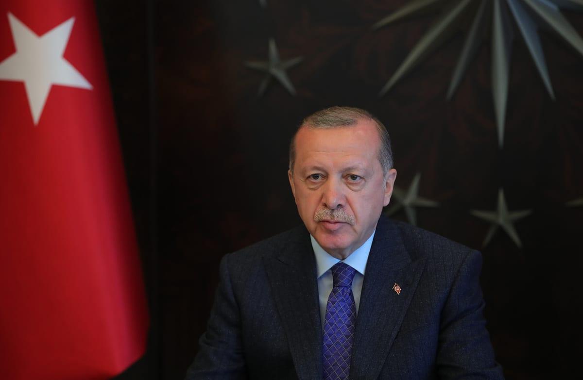 Turkish President Recep Tayyip Erdogan attends cabinet meeting via video conference in Istanbul, Turkey on 13 April, 2020 [Murat Kula/Anadolu Agency]