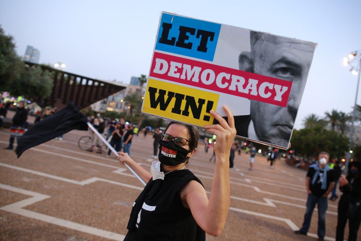 Israelis protest against Prime Minister Benjamin Netanyahu at Rabin Square in Tel Aviv, Israel on 19 April 2020. [Daniel Bar On - Anadolu Agency]