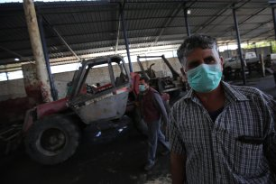 Gaza municipality to reduce its service after sever budget deficit in Gaza due to coronavirus on 28 April 2020 [Mohammed Asad/Middle East Monitor]
