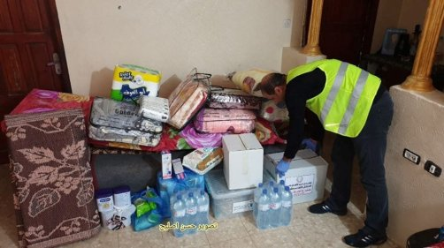 Palestinians distribute basic essentials for people in quarantine in Gaza, April 2020 [Hasan Esleyh]