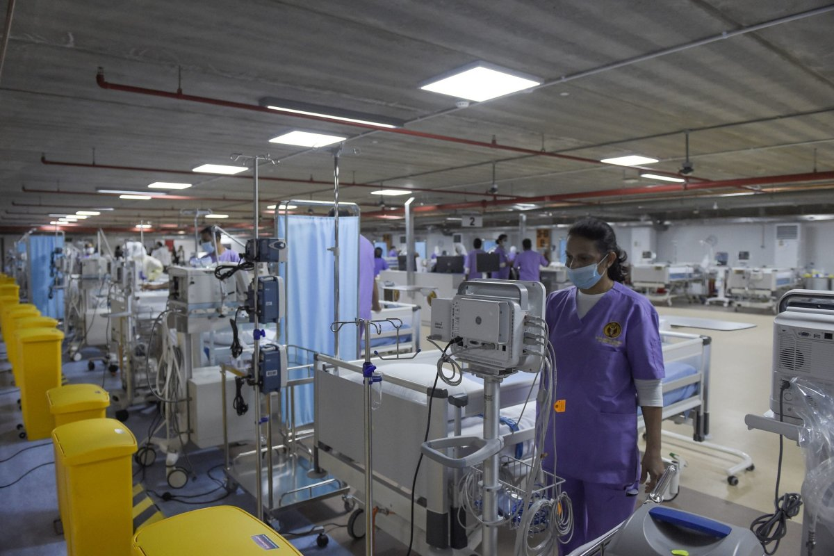 Medical staff are seen in the newly-inaugurated intensive care unit for COVID-19 patients at the Bahrain Defense Force Hospital in Riffa, near the capital Manama, on 14 April, 2020 [MAZEN MAHDI/AFP via Getty Images]