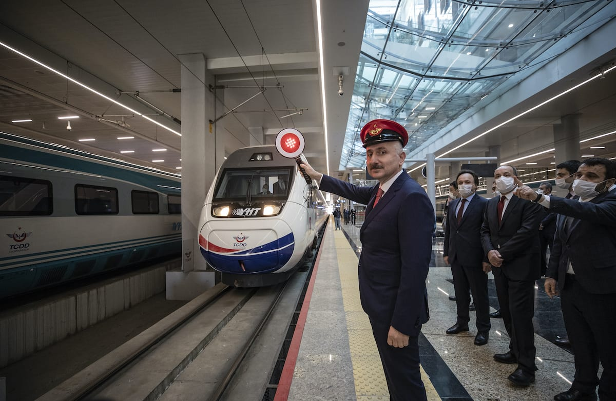 Turkish Transport and Infrastructure Minister Adil Karaismailoglu (L) attends the ceremony held in Ankara railway station as train services resume after they have been suspended as part of coronavirus precautions, in Ankara, Turkey on 28 May 2020. [Esra Hacioğlu - Anadolu Agency]