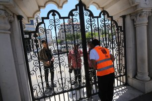 Gaza closes parks during Eid to stop Covid-19 spread on May 26 2020 [Mohammed Asad/Middle East Monitor]