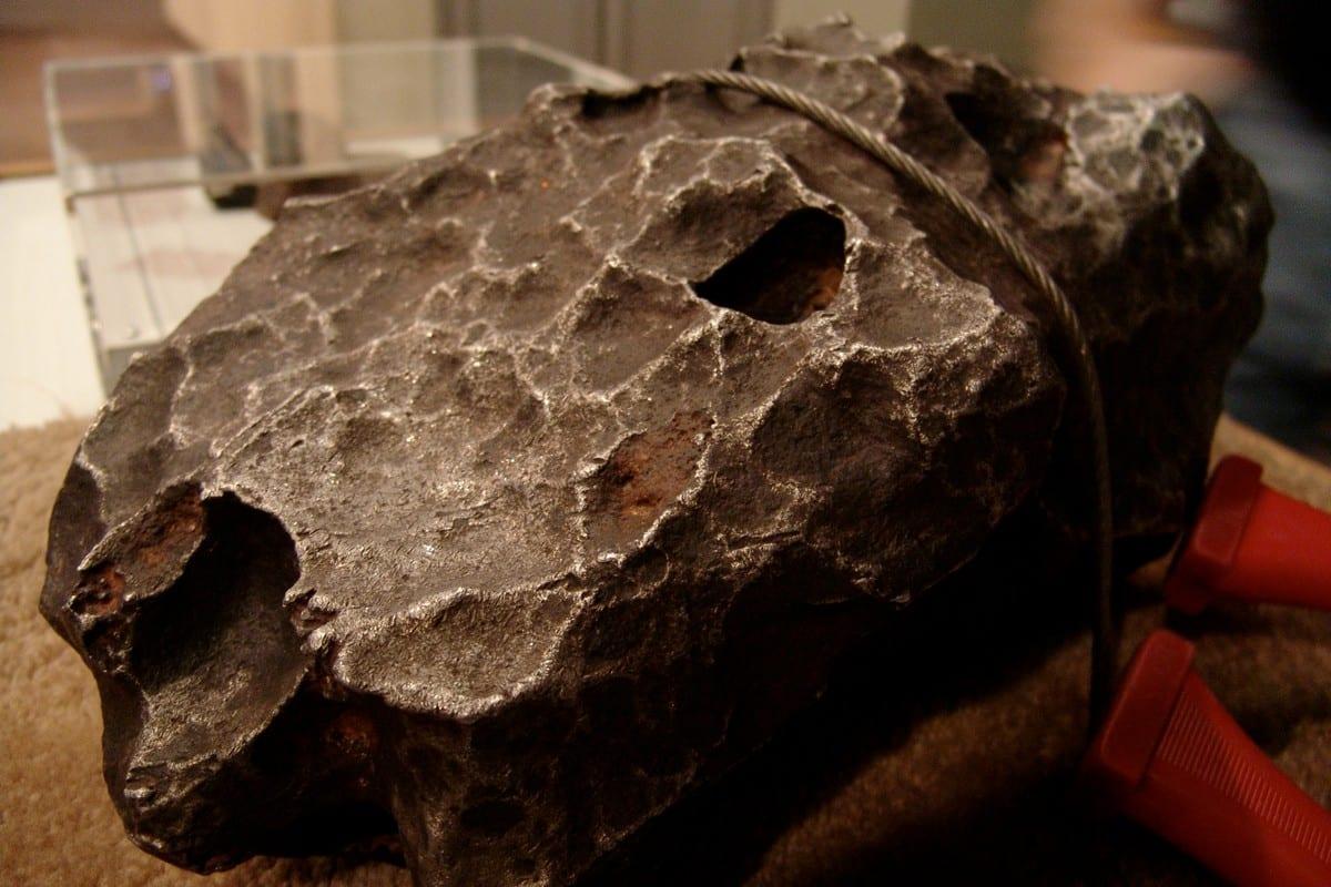 A meteorite displayeA meteorite displayed at a museum, 15 May 2020 [Cheryl Colan/Flickr]d at museum, 15 May 2020 [Cheryl Colan/Flickr]