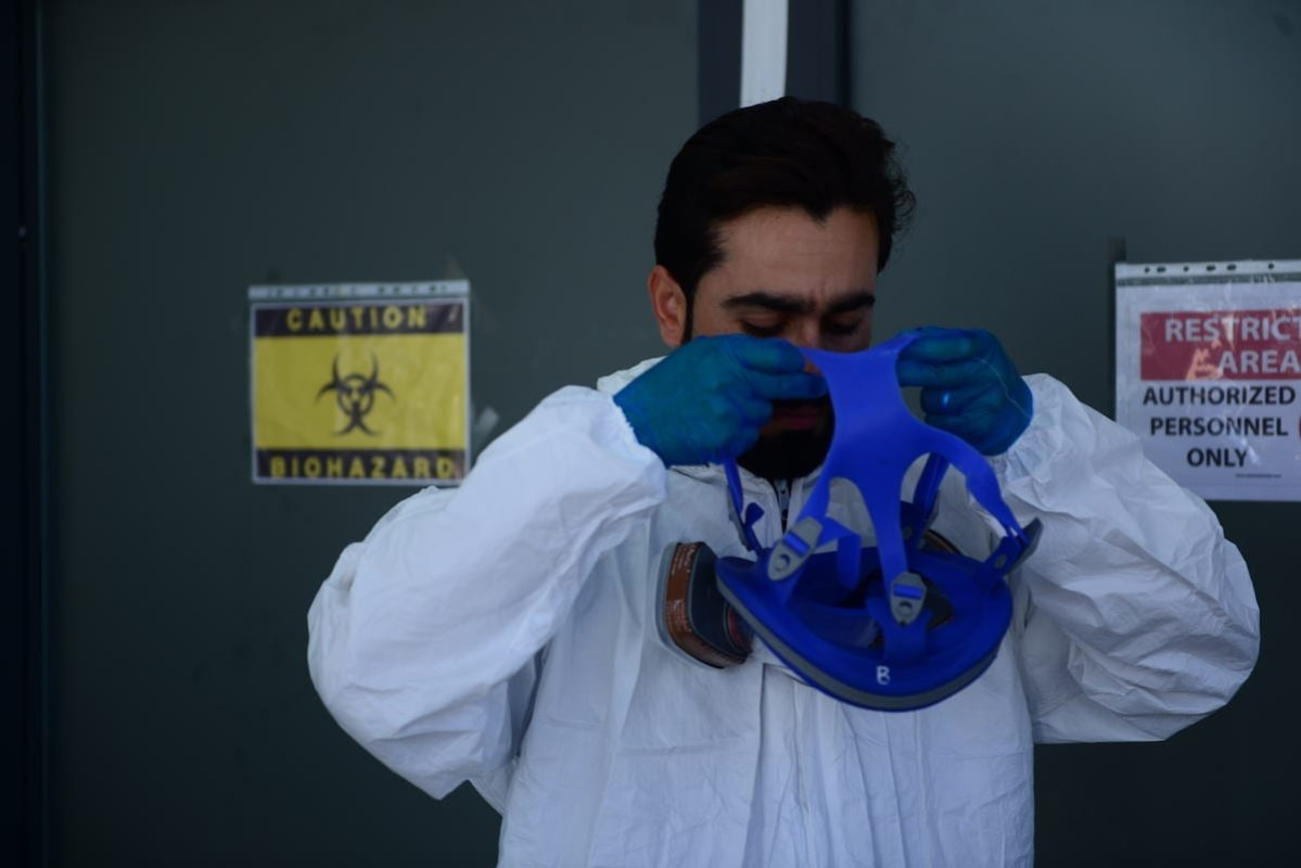Doctor Barzan Muhammed, 33, wearing protective clothes, is seen before visiting coronavirus patients at a pandemic hospital in Sulaymaniyah, Iraq on 1 June, 2020 [Fariq Faraj Mahmood/Anadolu Agency]