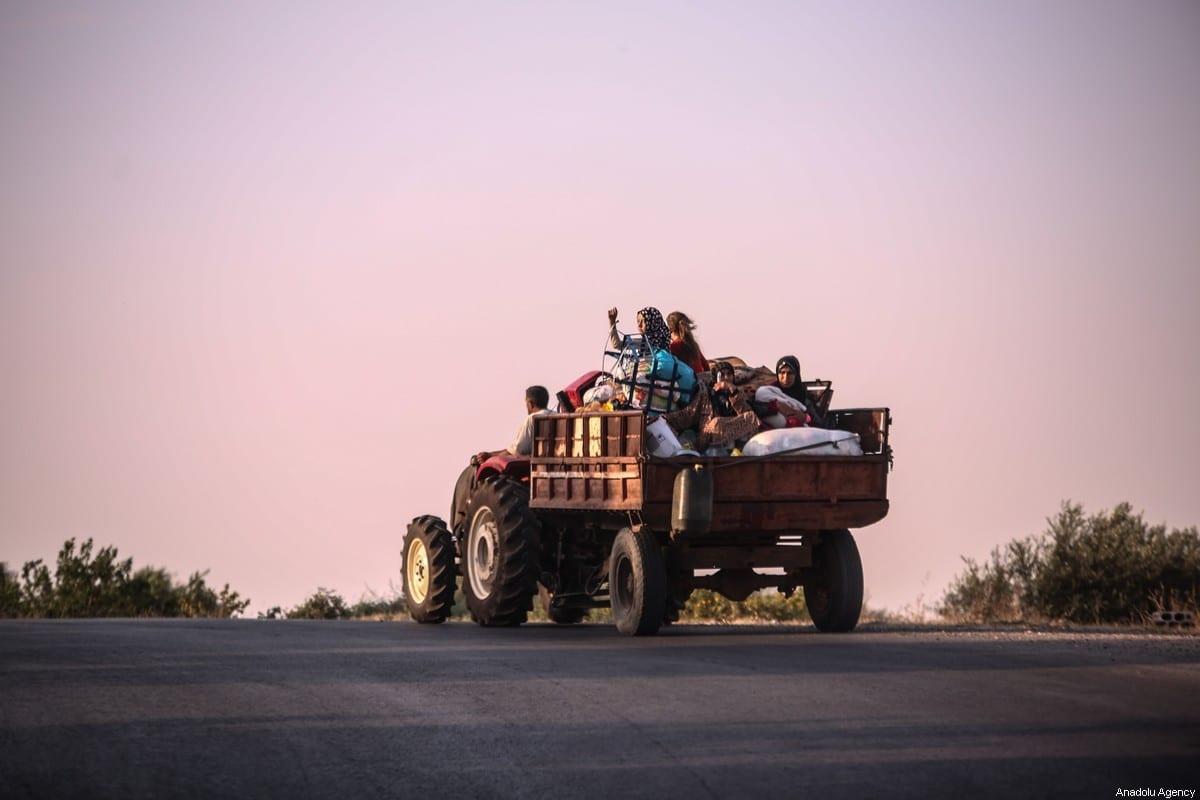 Syrian families, who have been forced to displace from Idlib de-escalation zone in Syria [Izzeddin Idilbi/Anadolu Agency]