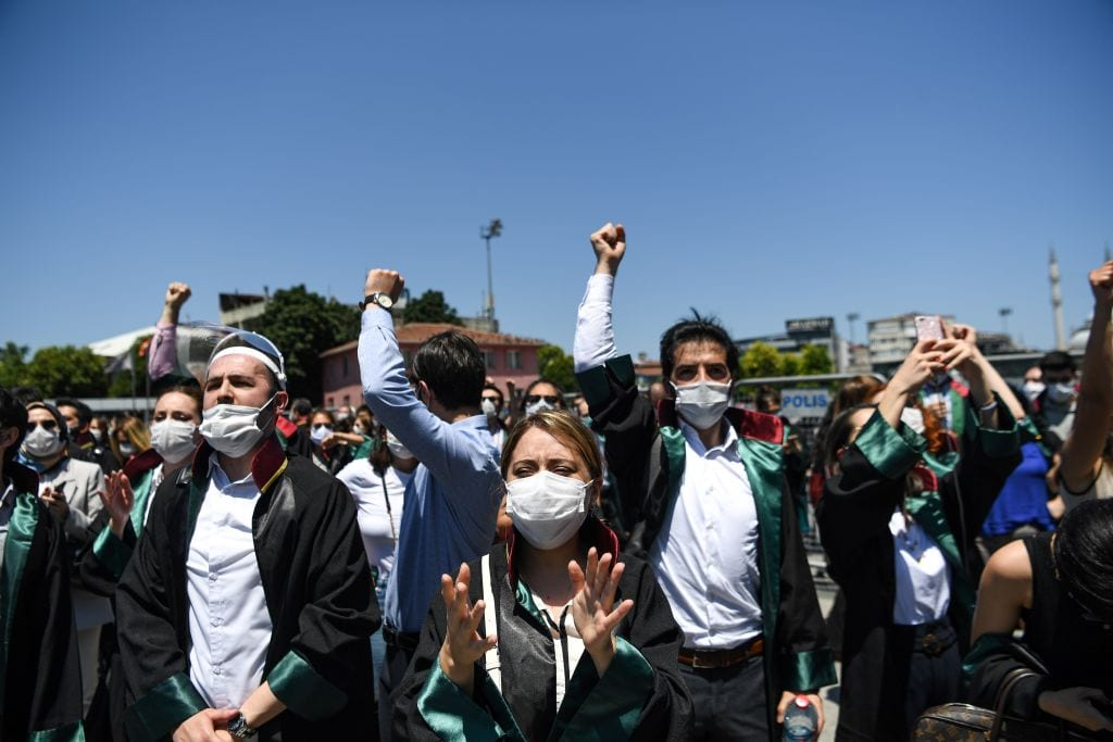 Lawyers demonstrate in front of Istanbul's courthouse, on June 30, 2020 [OZAN KOSE/AFP via Getty Images]
