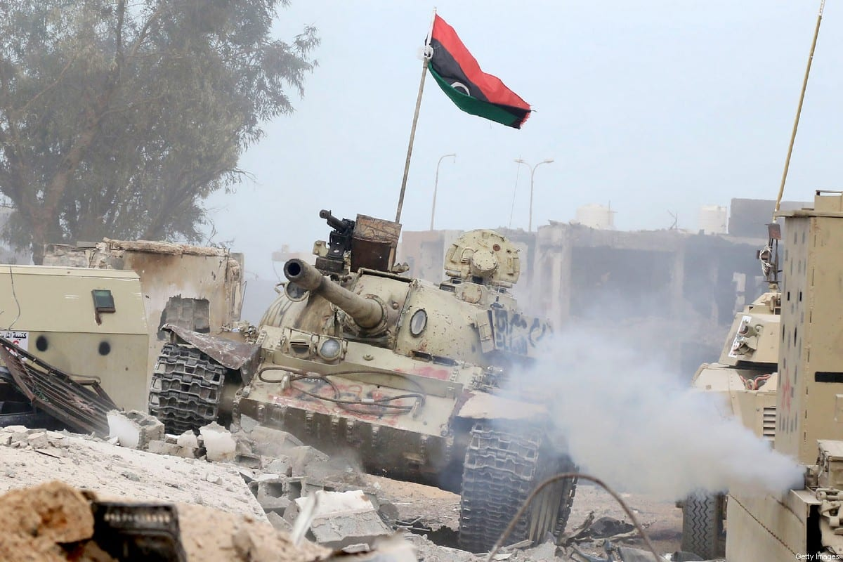 A tank belonging to forces loyal to Libya's Government of National Accord (GNA) on 21 November 2016 [MAHMUD TURKIA/AFP/Getty Images]