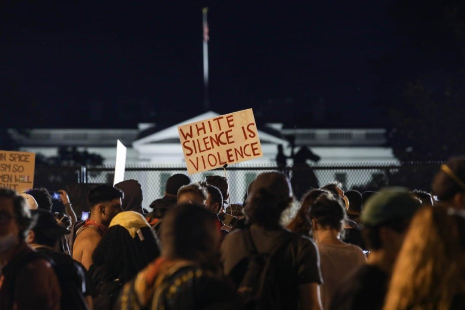 Thousands of demonstrators holding banners gather in front of the White House to protest the death of George Floyd, an unarmed black man who was killed after being pinned down by a white police officer in Minneapolis on 2 June 2020 [Yasin Öztürk/Anadolu Agency]