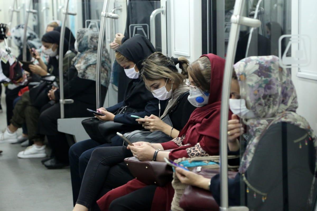 Citizens wearing masks are seen at a subway in Tehran, Iran 15 June, 2020 [Fatemeh Bahrami/Anadolu Agency]