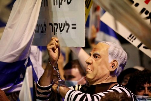 Israelis seen at a protest calling for Benjamin Netanyahu's resignation in front of Prime Minister's Residence in Western Jerusalem on July 18, 2020 [Mostafa Alkharouf / Anadolu Agency]