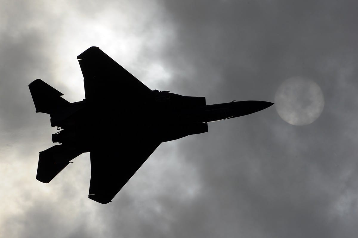An US F-15 jet on 16 August 2011 [DMITRY KOSTYUKOV/AFP/Getty Images]