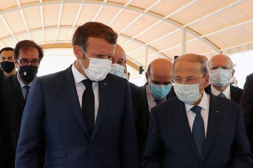 French President Emmanuel Macron (L) is and Lebanese President Michel Aoun in Beirut, Lebanon on 6 August 2020 [Lebanese Presidency/Anadolu Agency]