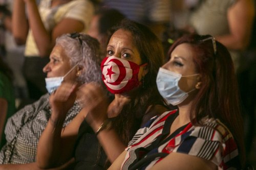 Tunisians seen at a fundraising concert to support Lebanon after the massive explosions at the Port of Beirut, in Tunis, Tunisia on August 10, 2020 [Yassine Gaidi / Anadolu Agency]