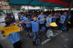 Gazan students return back to schools which have been closed for 5 months due to the coronavirus pandemic in Gaza City on August 08, 2020. [Mohammad Asad/Middle East Monitor]