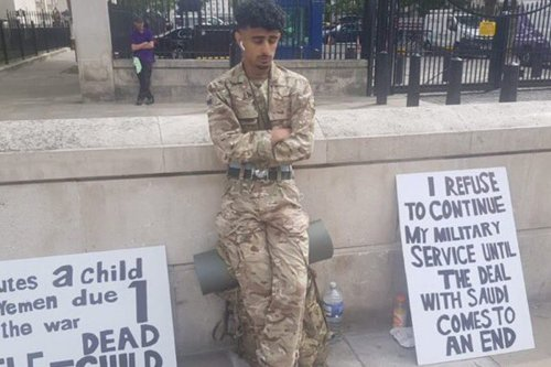 British soldier Ahmed Al-Babati can be seen protesting in uniform against Britain's support for Saudi Arabia in the Yemen war on 25 August 2020 [RespectIsVital/Twitter]
