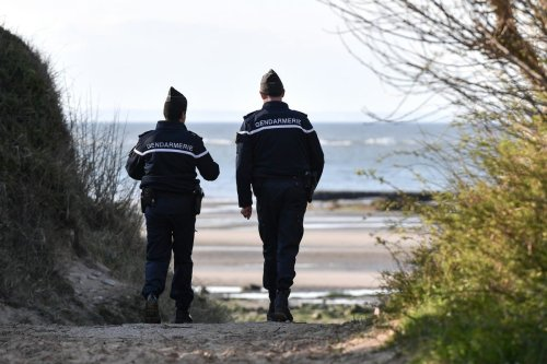 French Gendarmes patrol a beach near Calais on 4 April 2019 [DENIS CHARLET/AFP/Getty Images]