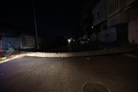 Roads are closed to reinforce lockdown in Gaza, 28 August 2020 [Mohammed Asad/Middle East Monitor]