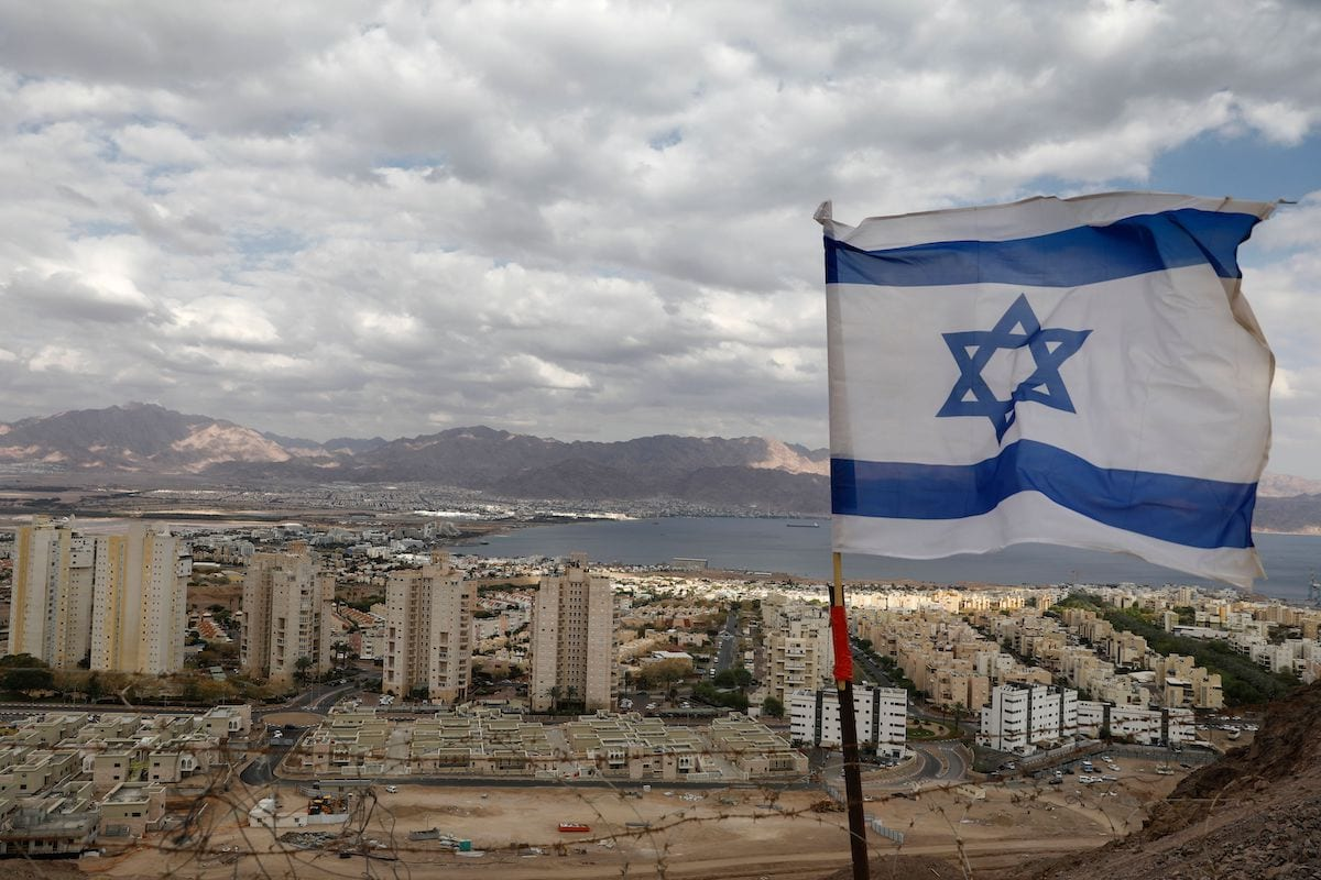 A pictured shows the southern Israeli Red Sea resort city of Eilat and Jordan's Red Sea resort city of Aqaba in the background, on 17 April 2020 amid the coronavirus COVID-19 pandemic. [MENAHEM KAHANA/AFP via Getty Images]