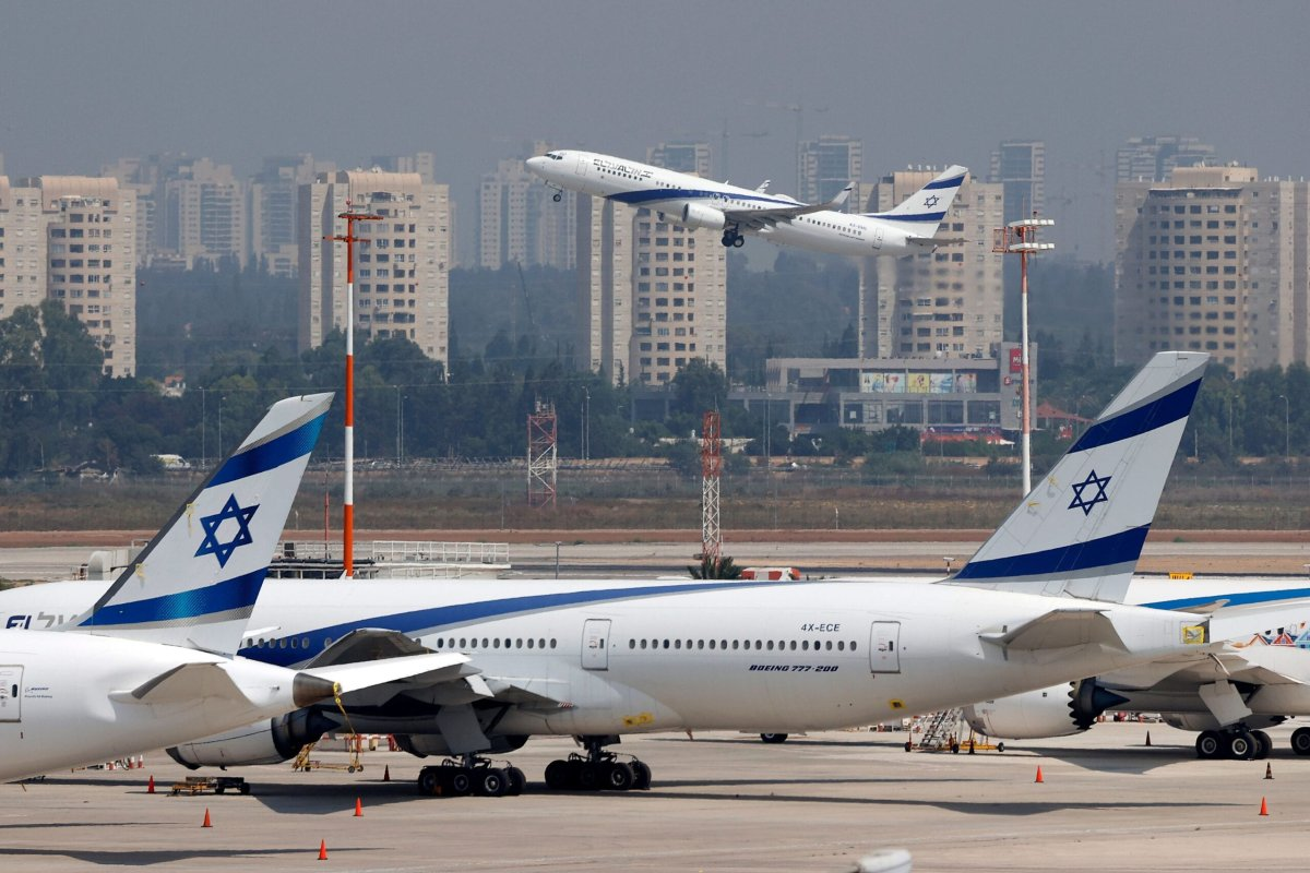 El Al's airliner lifting off from the tarmac in the first-ever commercial flight from Israel to the UAE at the Ben Gurion Airport near Tel Aviv [JACK GUEZ/AFP via Getty Images]