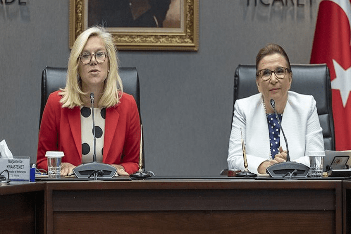 Ruhsar Pekcan Turkish trade minister (L) and Dutch Foreign Trade and Development Cooperation Minister Sigrid Kaag (R) [Anadolu Agency]
