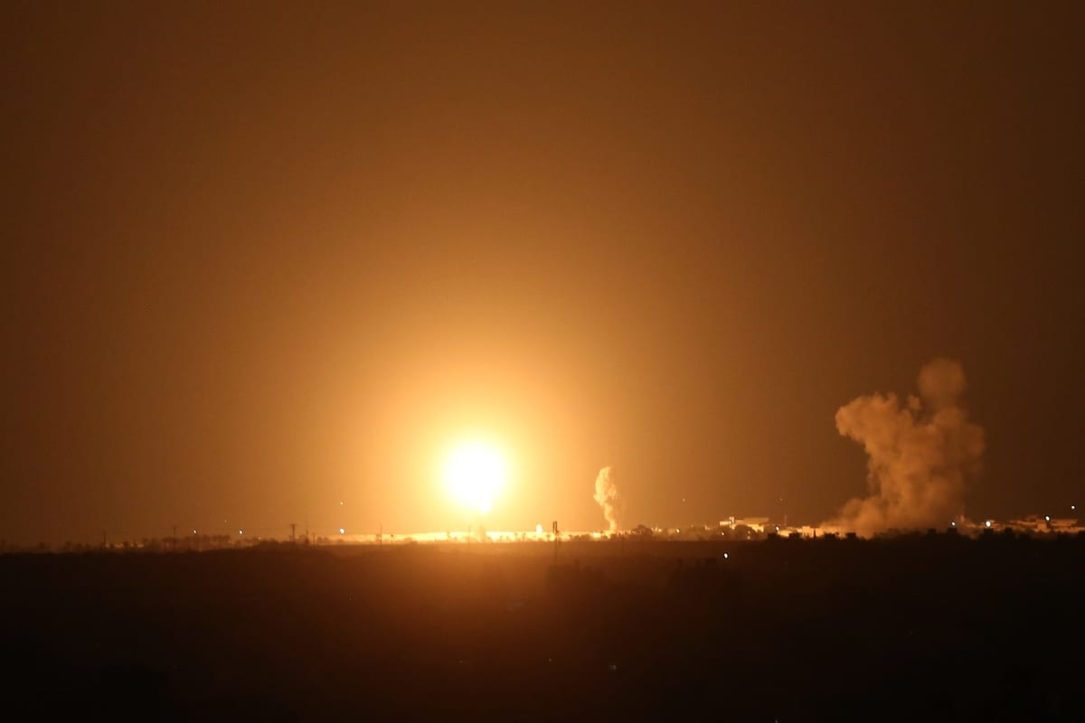 Israeli warplanes hit several targets in Syria [Ashraf Amra/Anadolu Agency]