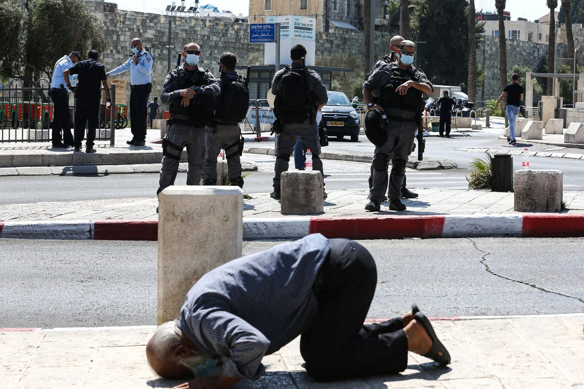 Palestinians perform prayer in front of Damascus Gate as Israeli security forces stop Palestinians from entering Al-Aqsa Mosque in Jerusalem on 25 September 2020 [Mostafa Alkharouf/Anadolu Agency]
