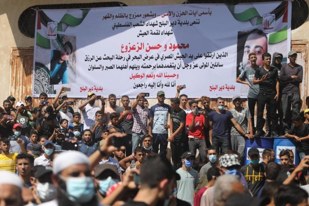 Palestinian fishermen protest after Egyptian army kill 2 of their compatriots on the border of Rafah, besieged Gaza Strip, on 27 September 2020 [Middle East Monitor]