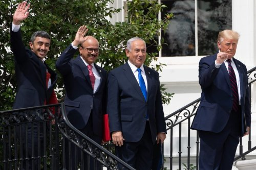 (L-R)UAE Foreign Minister Abdullah bin Zayed Al-Nahyan, Bahrain Foreign Minister Abdullatif al-Zayani, Israeli Prime Minister Benjamin Netanyahu, and US President Donald Trump, wave on the South Lawn of the White House after they participated in the signing of the Abraham Accords where the countries of Bahrain and the United Arab Emirates recognize Israel, in Washington, DC, on 15 September 2020. [SAUL LOEB/AFP via Getty Images]