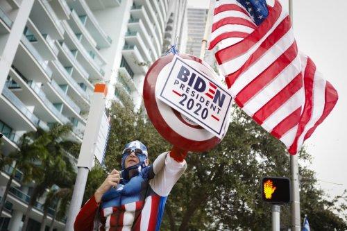 Supporters of Joe Biden gather in Florida, US on 15 October 2020 [Eva Marie Uzcategui Trinkl/Anadolu Agency]