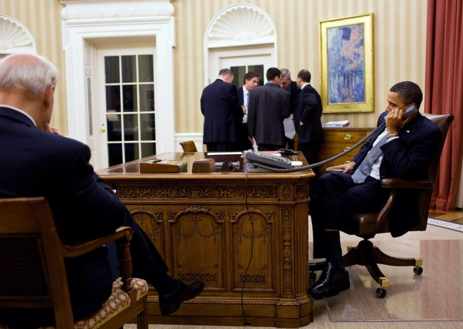 US President Barack Obama (R) talks on the phone with President Hosni Mubarak of Egypt as Vice President Joe Biden (L) and the President's National Security team listen in the background in the Oval Office on 28 January 2011 in Washington, DC. Obama spoke to Mubarak after Mubarak appeared on television and ordered his ministers to resign, but did not offer to resign himself in the wake of widespread protests in Egypt. [Pete Souza/The White House via Getty Images]