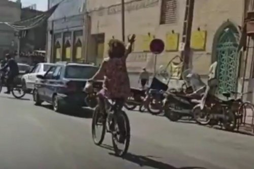 An Iranian woman can been seen cycling in Najafabad, Iran on 20 October 2020 [Masih Alinejad/Twitter]