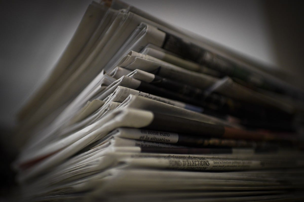 A pile of newspapers and magazines on 14 January 2015 [MARTIN BUREAU/AFP/Getty Images]