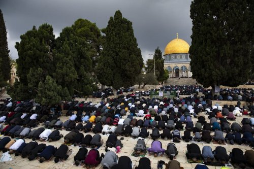 Palestinians gather to perform Friday prayer at Masjid al-Aqsa complex in East Jerusalem's Old City on 6 November 2020 [Mostafa Alkharouf/Anadolu Agency]