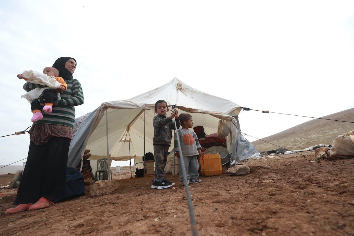 People are seen at a makeshift shelter after the raids by Israeli forces on the homes of Palestinian Bedouins in Tubas, West Bank, on 6 November 2020. [Issam Rimawi - Anadolu Agency]