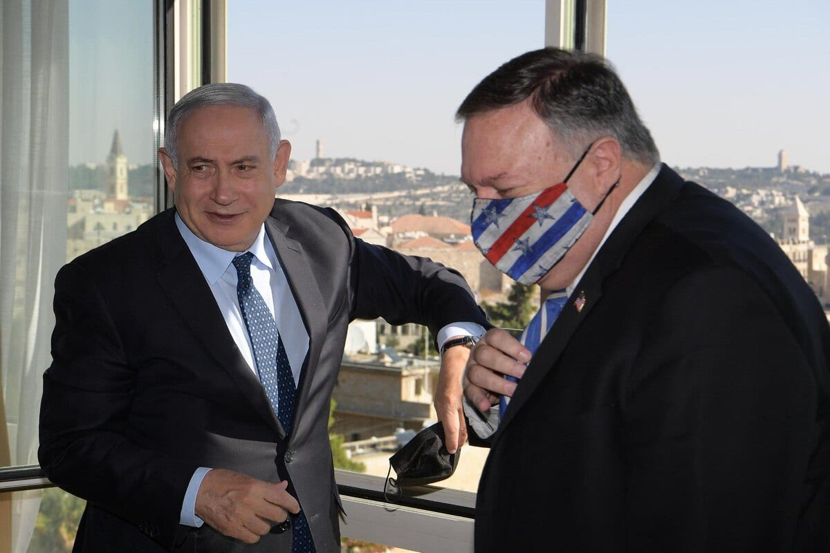 US Secretary of State Mike Pompeo (R) and Israeli Prime Minister Benjamin Netanyahu (L) in Jerusalem on 19 November 2020 [IL Prime Ministry/Anadolu Agency]