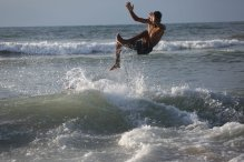 Gazan surfer Mohammed Abu Ghanim, on 11 November 2020 [Mohammed Asad/Middle East Monitor]