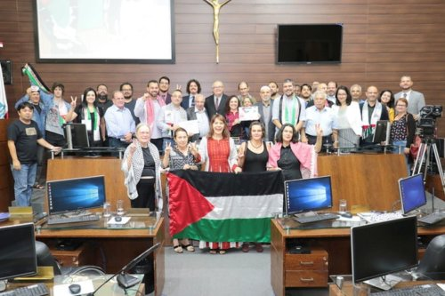 The Municipal Council of Florianopolis and representatives of the Palestinian community on the International Day of Solidarity with the Palestinian People, November 2019. [Municipal Council of Florianopolis]