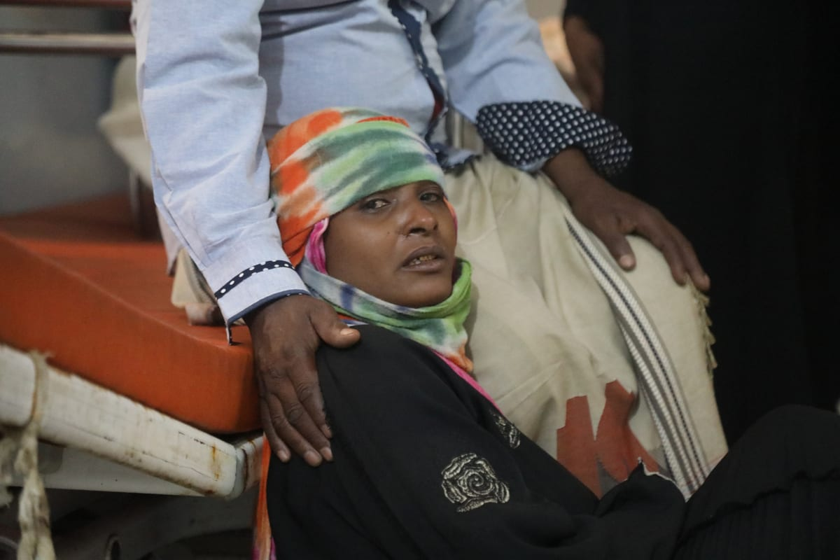 A Yemeni woman mourns in a hospital after Houthis carried out artillery attack in Taiz, Yemen on November 30, 2020 [Abdulnasser Alseddik/Anadolu Agency]
