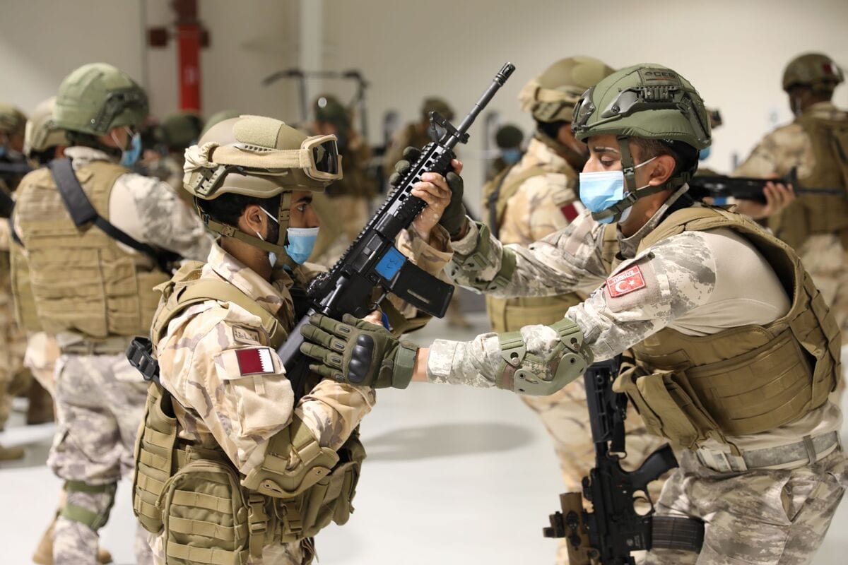 """Commandos of Qatar Special Forces are seen during """"Commando Training"""" by the personnel of Qatar-Turkey Combined Joint Force Command in Doha, Qatar on December 01, 2020 [TUR National Defense Ministry - Anadolu Agency]"""