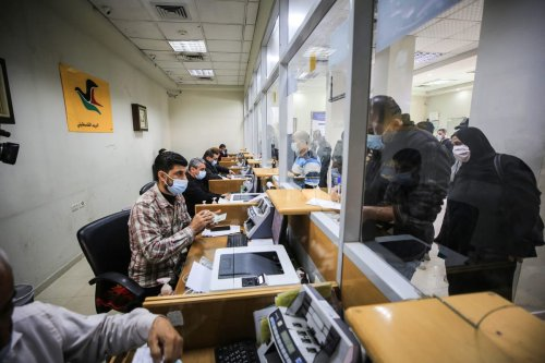 Palestinians arrive at post office to receive the financial aid of Qatar in Gaza City, Gaza on 30 December 2020. [Ali Jadallah - Anadolu Agency]