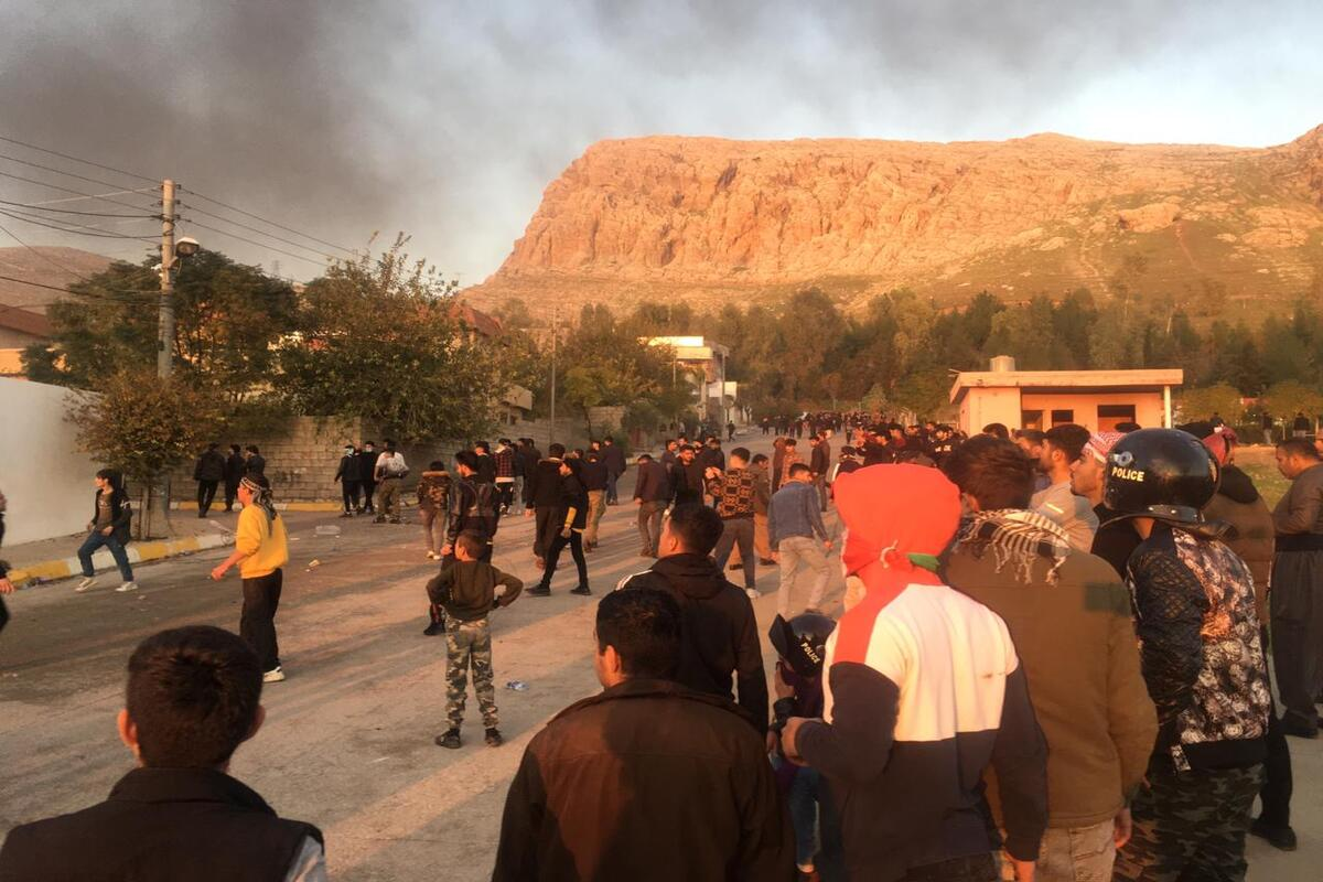 SULAYMANIYAH, IRAQ - DECEMBER 7: Smoke rises after protesters set fire to some political party buildings and government offices in Seyitsadik district during protests due to salary delays in Sulaymaniyah, Iraq on December 7, 2020. ( Fariq Faraj Mahmood - Anadolu Agency )