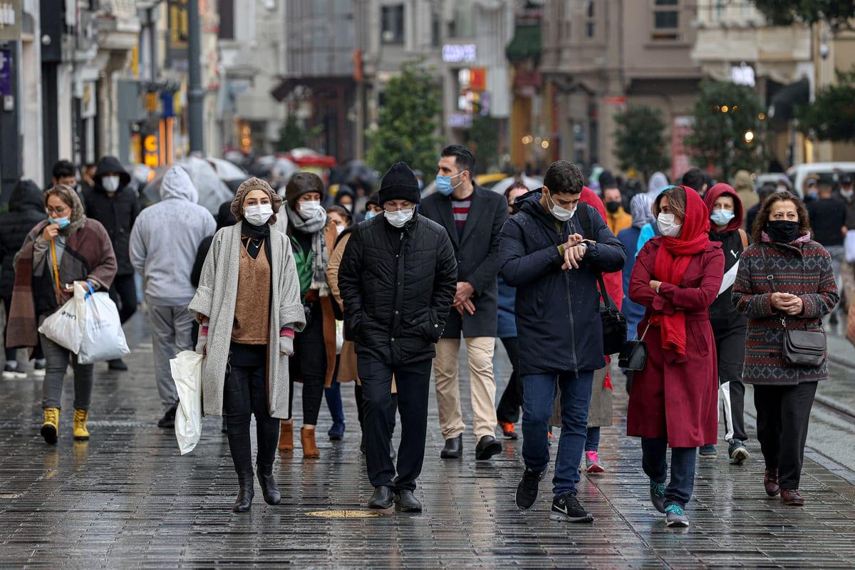 People wearing masks against a second wave of the COVID-19 pandemic in Istanbul, Turkey on 14 December 2020 [Mehmet Eser/Anadolu Agency]