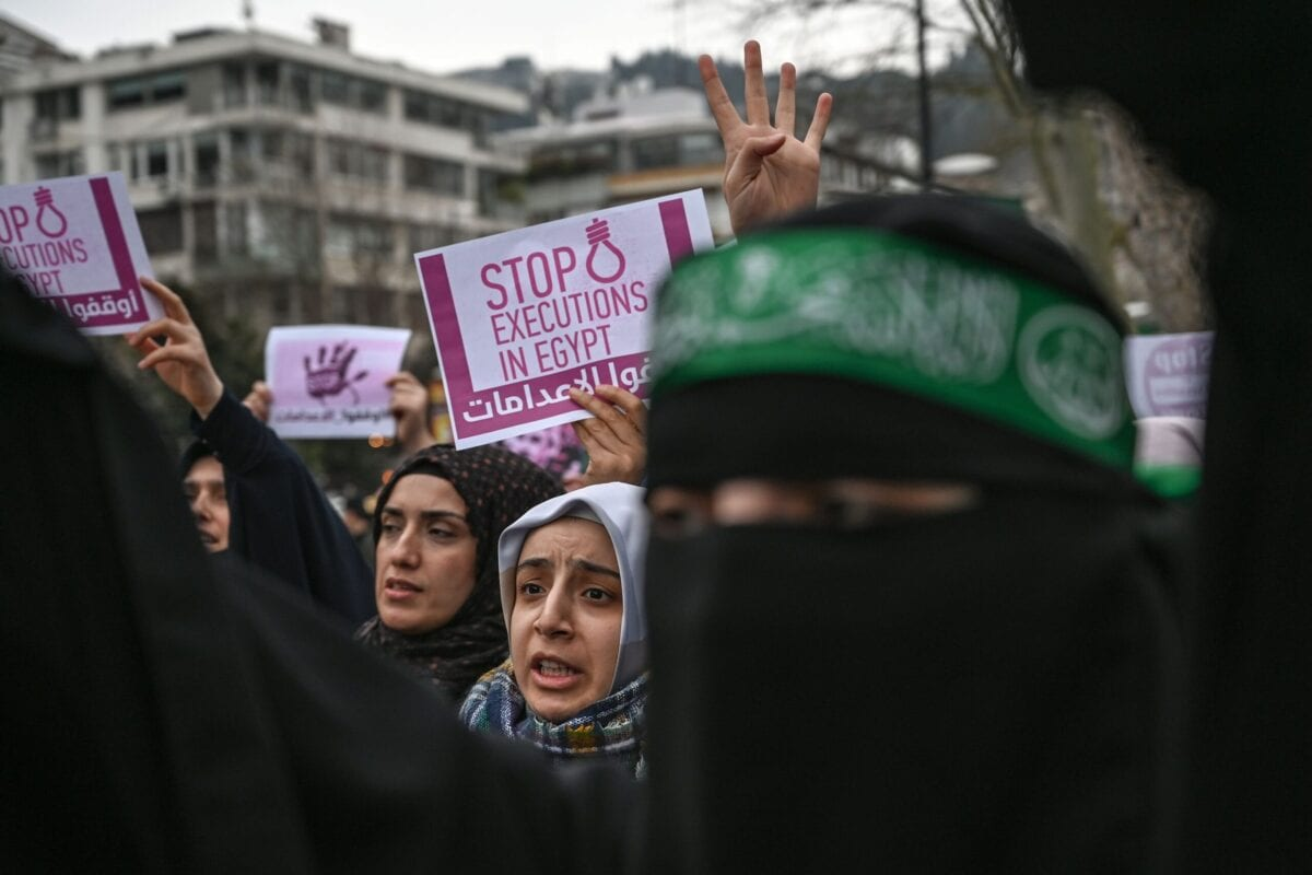 "TOPSHOT - People hold signs reading ""Stop executions in Egypt"" in front of the Egyptian consulate in Istanbul on march 2, 2019 during a demonstration against death penalties in Egypt after the recent execution of nine men. - Egypt on February 20 hanged nine men for the 2015 assassination of prosecutor general Hisham Barakat following jihadist calls for attacks on the judiciary to avenge the government's crackdown on Islamists. Turkish President sharply criticised his Egyptian counterpart and called for the release of Muslim Brotherhood prisoners in Egypt. (Photo by Ozan KOSE / AFP) (Photo credit should read OZAN KOSE/AFP via Getty Images)"