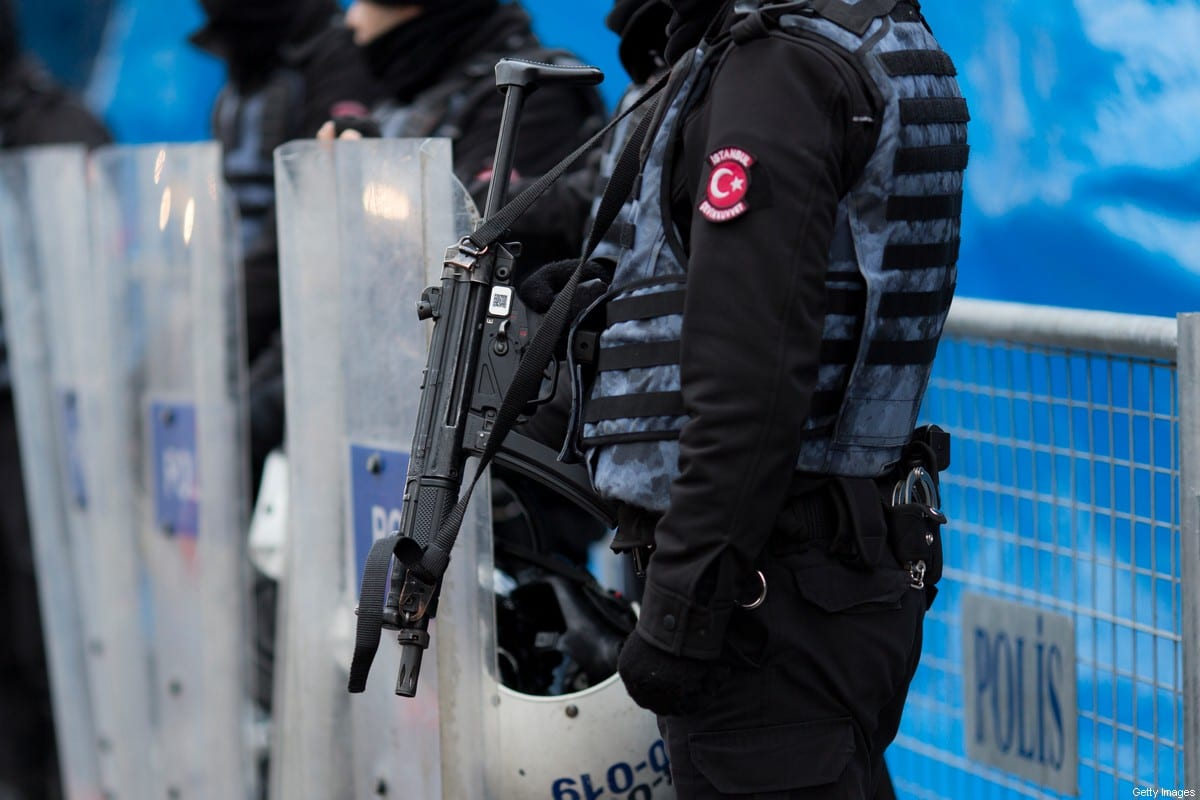 Turkish police stand guard in Istanbul, Turkey on 1 January 2017 [Kenzo Tribouillard/IP3/Getty Images]