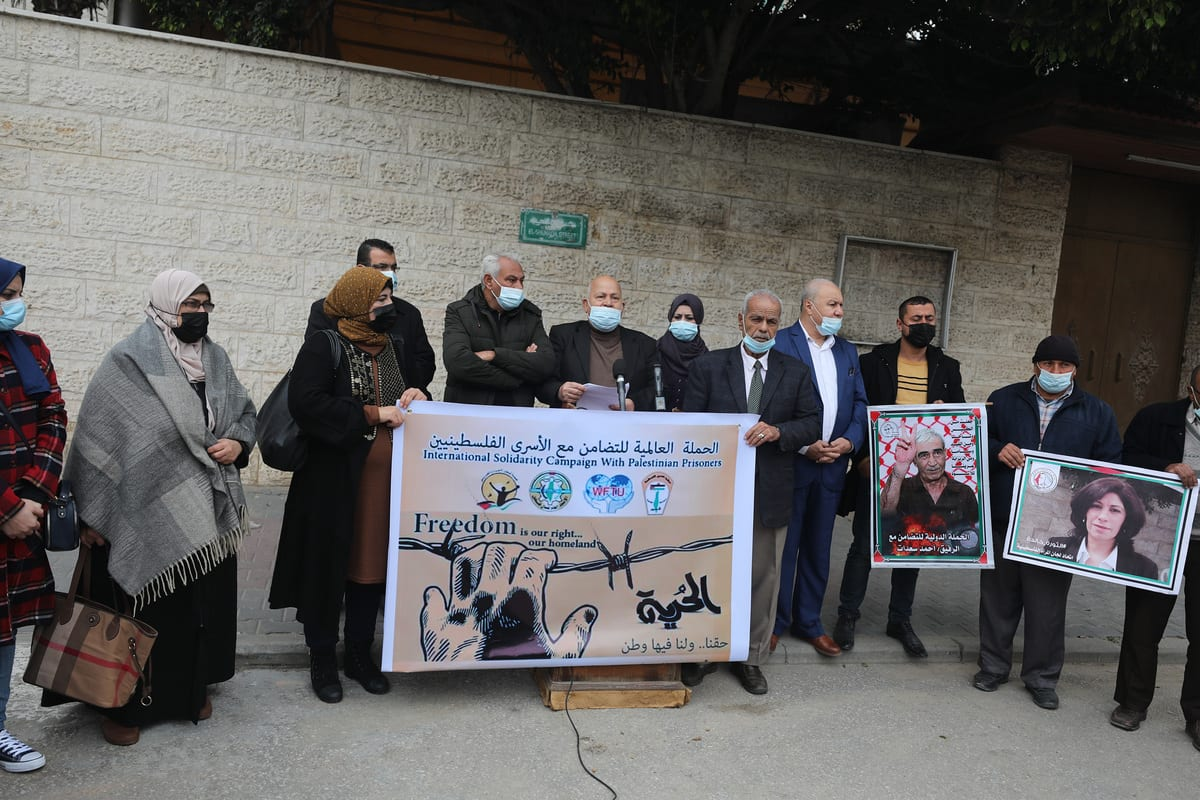 Palestinians gather in front of the International Committee of the Red Cross building to stage a demonstration in support of Palestinian prisoners in Israeli jails in Gaza Strip on January 05, 2021 [Mustafa Hassona/Anadolu Agency]