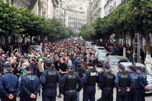 """Police officers block the road as Algerian anti-government protesters take the streets of the capital Algiers within """"Hirak"""" pro-democracy movement demonstrations in Algeria on 1 March 2021. [Mousaab Rouibi - Anadolu Agency]"""