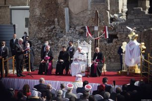 Pope Francis (C) attends the ceremony at Church Square of Hosh al-Bieaa in Mosul, Iraq on March 7, 2021 [Osama Al Maqdoni / Anadolu Agency]